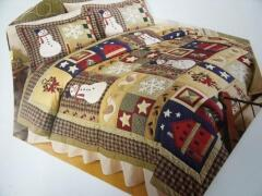 Great use of appliques in the gorgeous winter quilt w/shams