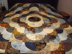 2015, April, Carol C. made this awesome quilt with our Cheyenne Silhouette in the center.- design is a drunkard's path variation.